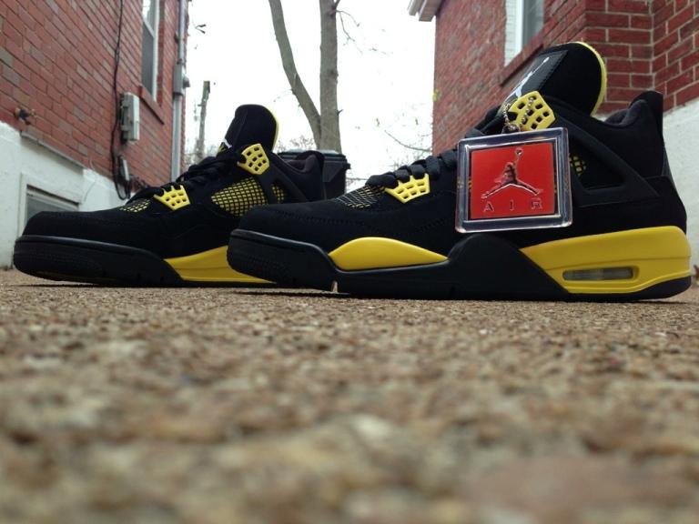 Air Jordan 4 Retro (Thunder)